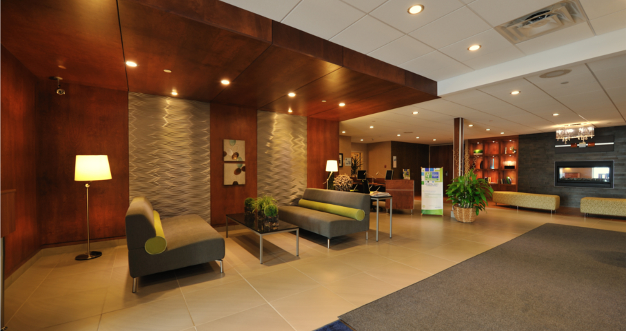 Holiday Inn Express & Suites Cecobois 2