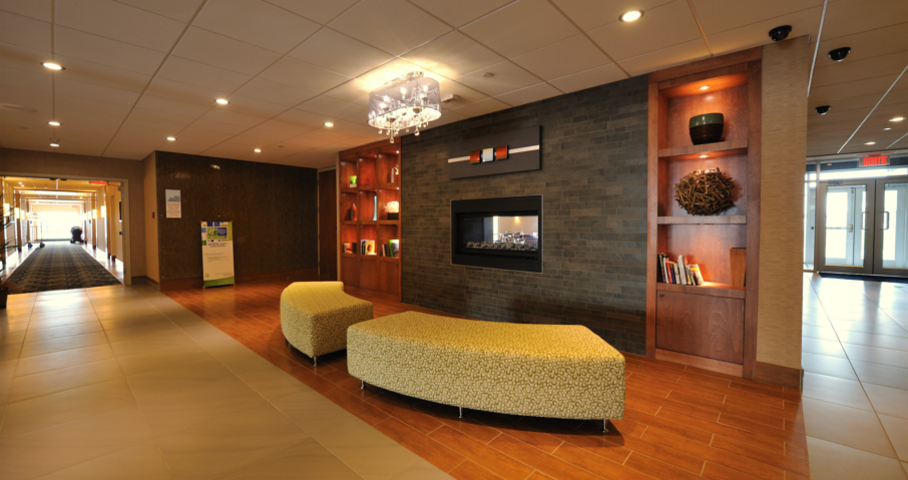 Holiday Inn Express & Suites Cecobois 3